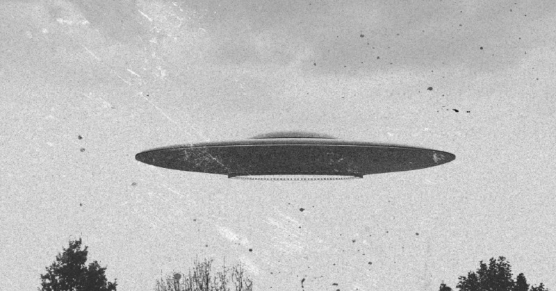 https: img-o.okeinfo.net content 2017 09 18 56 1778358 heboh-ufo-yang-menyala-mirip-petir-tertangkap-kamera-66EhRXinsN.jpg