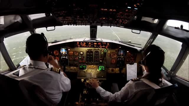 https: img-o.okeinfo.net content 2017 09 18 65 1778263 astaga-1-200-pilot-nganggur-sekolah-penerbangan-akan-ditata-ulang-RxNMcDf2eo.jpg
