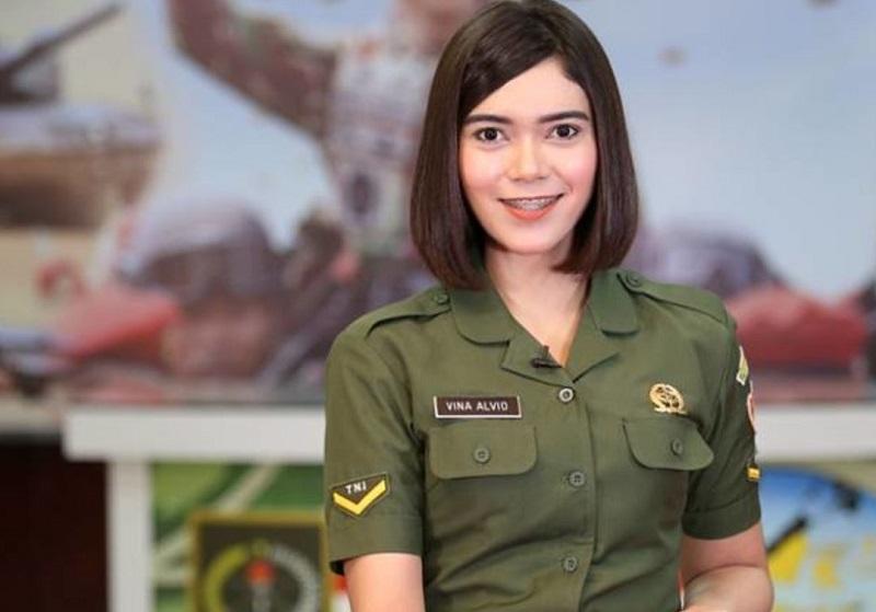 https: img-o.okeinfo.net content 2017 10 04 194 1788835 lihat-gaya-tentara-cantik-indonesia-yang-bisa-bikin-klepek-klepek-QgJsok1F9J.jpg
