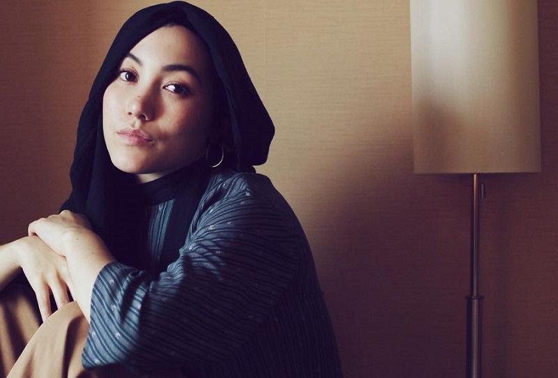 https: img-o.okeinfo.net content 2017 10 09 194 1791822 busana-hijab-karya-hana-tajima-dipamerkan-museum-seni-modern-new-york-wUUa2Tc7iv.jpg