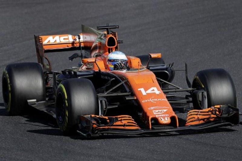 Halangi Overlap Hamilton dan Verstappen