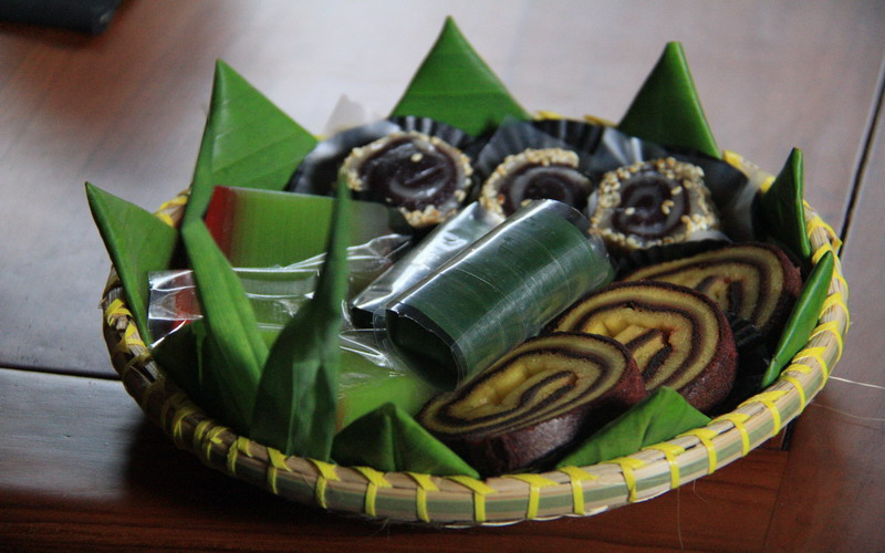 https: img-o.okeinfo.net content 2017 10 11 298 1793315 food-story-cecempek-suguhan-tradisional-simbol-keakraban-masyarakat-purwakarta-q6JI8tK6AD.jpg