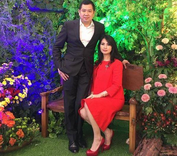 https: img-o.okeinfo.net content 2017 10 11 598 1793696 hut-global-tv-hadir-di-perayaan-amazing15-hary-tanoesoedibjo-dan-istri-tebar-senyum-rhpUnoql65.JPG
