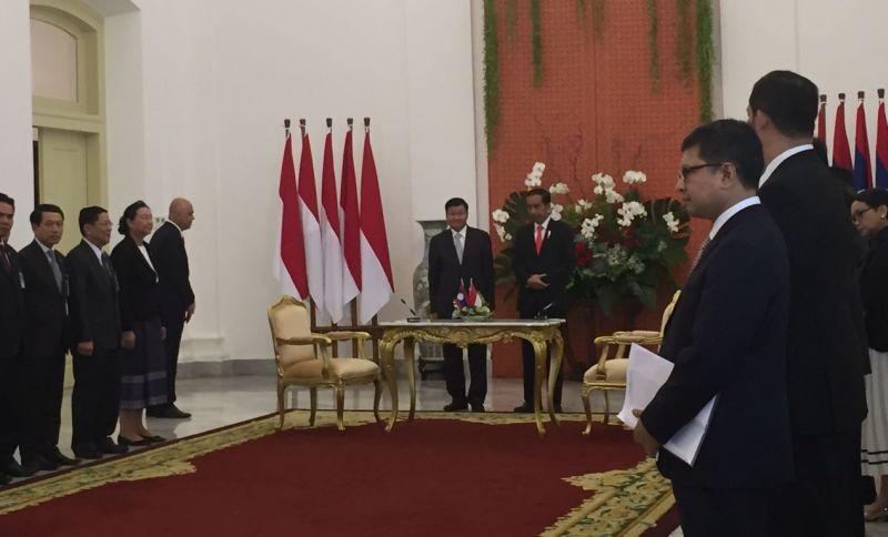 https: img-o.okeinfo.net content 2017 10 12 18 1793972 jalin-hubungan-60-tahun-indonesia-laos-prioritaskan-kerjasama-perdagangan-pertahanan-dan-keamanan-2Jdh7N3dYY.jpg