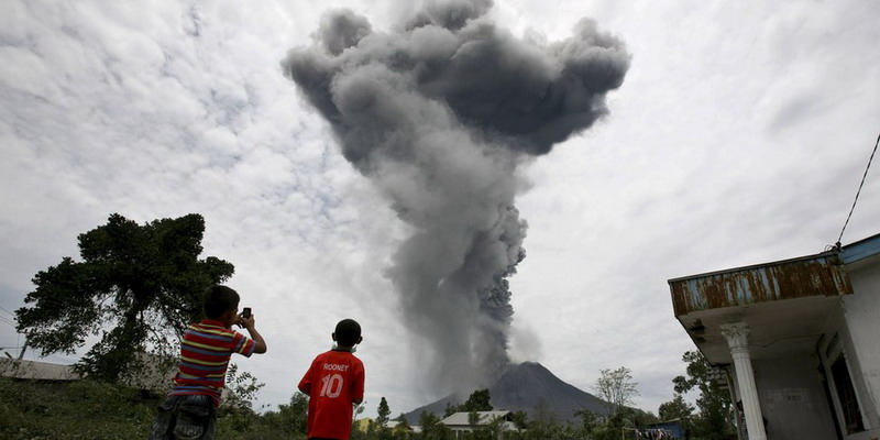 https: img-o.okeinfo.net content 2017 10 12 337 1794047 tak-ada-korban-jiwa-dalam-letusan-gunung-sinabung-bnpb-imbau-masyarakat-tetap-waspada-tNz84VlfJa.jpg