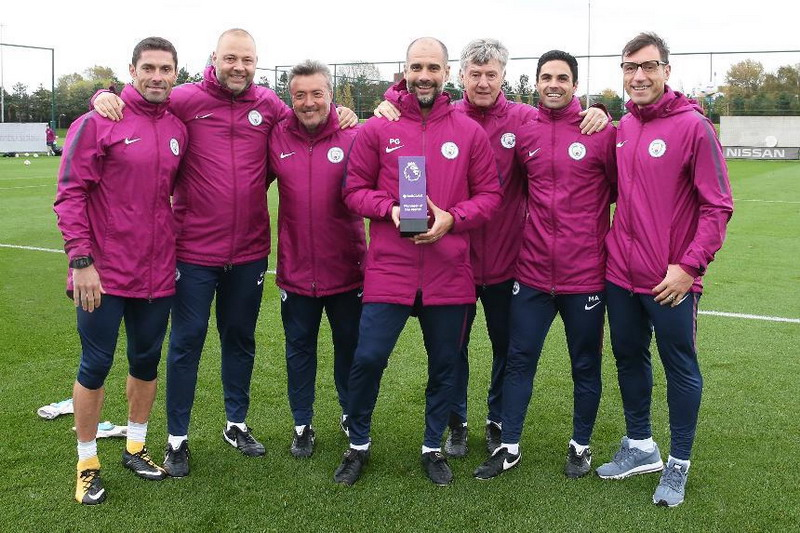 https: img-o.okeinfo.net content 2017 10 13 45 1794888 manchester-city-tampil-trengginas-pada-september-2017-pep-guardiola-sabet-penghargaan-manager-of-the-month-Nped2NmkR6.jpg