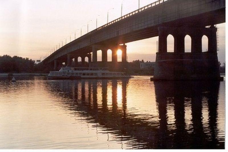 https: img-o.okeinfo.net content 2017 10 16 18 1796007 hendak-bunuh-diri-dengan-loncat-dari-jembatan-perempuan-ini-justru-jadi-korban-pemerkosaan-aq94HIcxJI.jpg