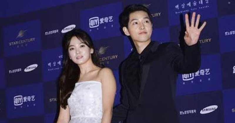 https: img-o.okeinfo.net content 2017 10 19 33 1798923 demi-keamanan-song-joong-ki-song-hye-kyo-sewa-bodyguard-di-pernikahannya-WLEnVgZEYv.jpg