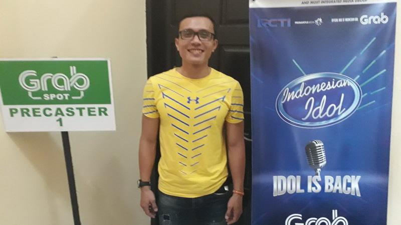 https: img-o.okeinfo.net content 2017 10 23 598 1800713 selamat-kerap-gagal-rifat-akhirnya-tembus-indonesian-idol-berkat-grab-street-audition-di-banjarmasin-SpV75e96G0.jpg
