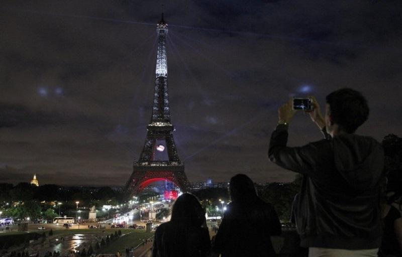 https: img-o.okeinfo.net content 2017 10 26 406 1803067 wisatawan-dilarang-ambil-foto-di-menara-eiffel-saat-malam-hari-ini-alasannya-DeSL5sqmEZ.jpg