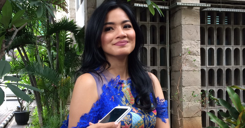 https: img-o.okeinfo.net content 2017 10 27 33 1803267 keluarga-banyak-di-indonesia-titi-kamal-tolak-melahirkan-di-luar-negeri-NFnppwONvu.jpg