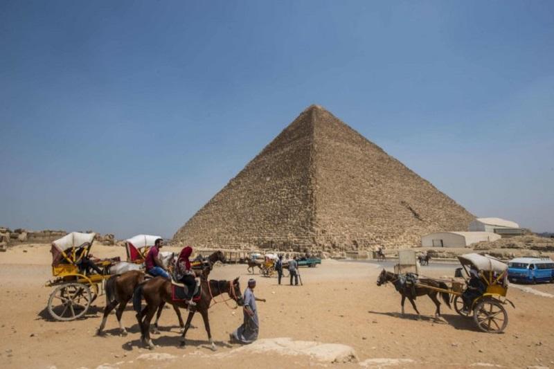 https: img-o.okeinfo.net content 2017 11 03 406 1807715 terungkap-ditemukan-ruangan-kosong-di-piramida-agung-khufu-E7fTjwVLTz.jpg