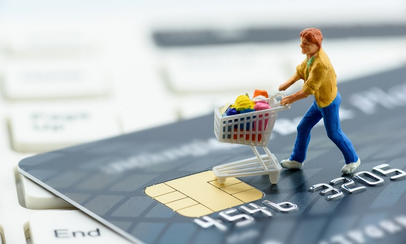https: img-o.okeinfo.net content 2017 11 08 320 1810733 efek-kecanduan-kartu-kredit-tak-bisa-menahan-hasrat-belanja-hingga-terlilit-utang-u9QMVkek3v.jpg