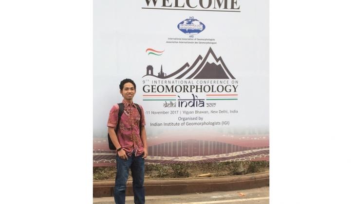 https: img-o.okeinfo.net content 2017 11 08 65 1810598 keren-dosen-ugm-raih-penghargaan-dari-asosiasi-geomorfologi-internasional-l7qAjwcG9h.jpg