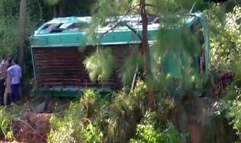 https: img-o.okeinfo.net content 2017 11 09 18 1811053 bus-jatuh-ke-jurang-22-warga-pakistan-tewas-dan-51-cedera-XnN0W194Dh.jpg