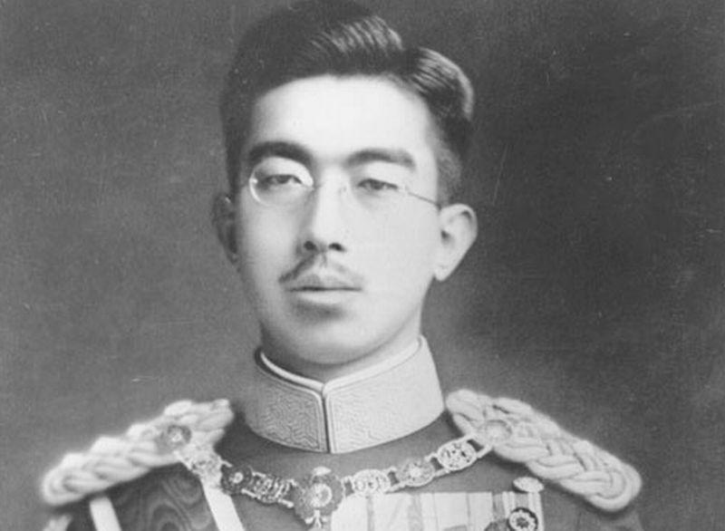 https: img-o.okeinfo.net content 2017 11 09 18 1811565 historipedia-pelantikan-kaisar-hirohito-penguasa-jepang-dengan-masa-jabatan-terlama-sepanjang-sejarah-B8hJymFc5a.jpg