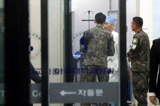 https: img-o.okeinfo.net content 2017 11 14 18 1813700 duh-tentara-korut-yang-dihujani-tembakan-karena-membelot-dalam-kondisi-kritis-BEE0SO8NwK.jpg