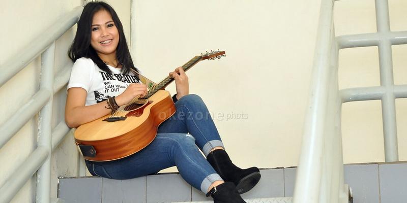 https: img-o.okeinfo.net content 2017 11 14 33 1813958 cerita-ghaitsa-kenang-punya-gitar-kesayangan-berkat-rising-star-indonesia-A4GYkhpywi.jpg