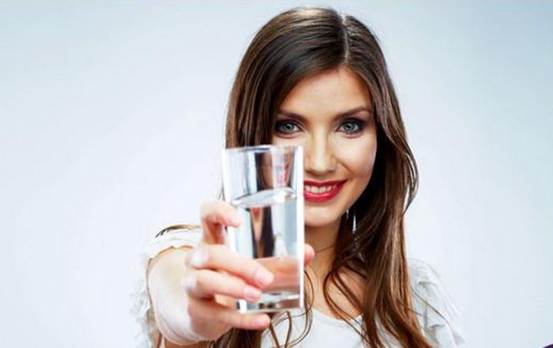 https: img-o.okeinfo.net content 2017 11 14 481 1814140 ladies-ini-4-manfaat-memulai-hari-dengan-minum-air-putih-hangat-bisa-redakan-nyeri-menstruasi-lho-tfTFMscrAT.jpg