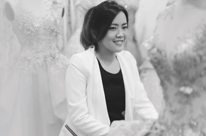 https: img-o.okeinfo.net content 2017 11 15 194 1814435 melta-tan-perancang-gaun-bernuansa-silver-achintya-nilsen-yang-meraih-best-world-fashion-designer-di-miss-world-2017-euEfHeBvW2.jpg