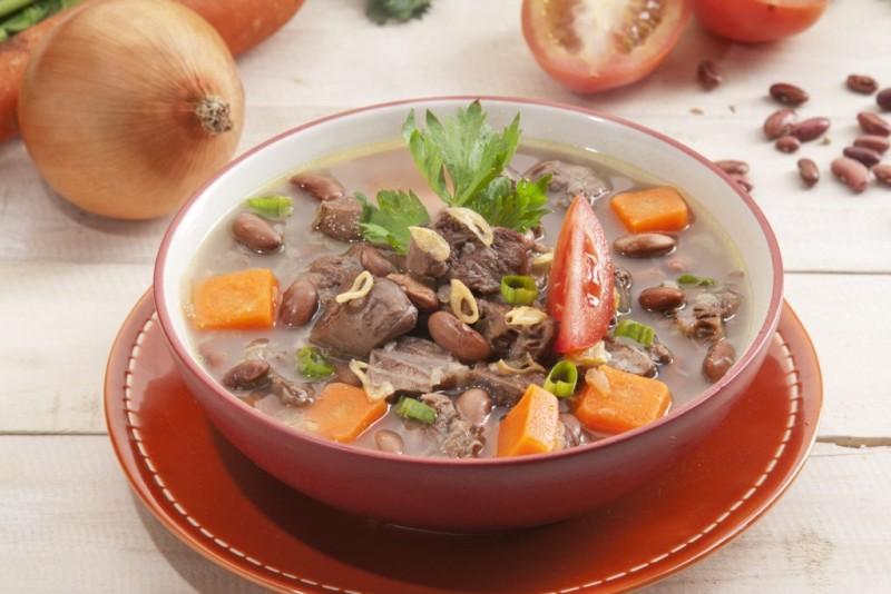 https: img-o.okeinfo.net content 2017 11 15 298 1814613 meriahkan-santap-malam-dengan-rekomendasi-resep-sup-ayam-kacang-merah-MEgAnNOZmv.jpg