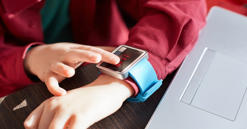 https: img-o.okeinfo.net content 2017 11 18 207 1816419 jerman-larang-anak-anak-gunakan-smartwatch-ada-apa-WbbKvz1lTM.jpg