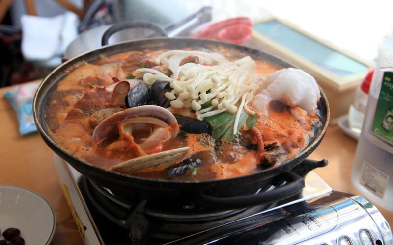 https: img-o.okeinfo.net content 2017 11 19 298 1816693 makanan-khas-sanya-tiongkok-lokasi-malam-final-miss-world-2017-tak-cuma-ayam-hainan-loh-wTsYmYsZg4.jpg
