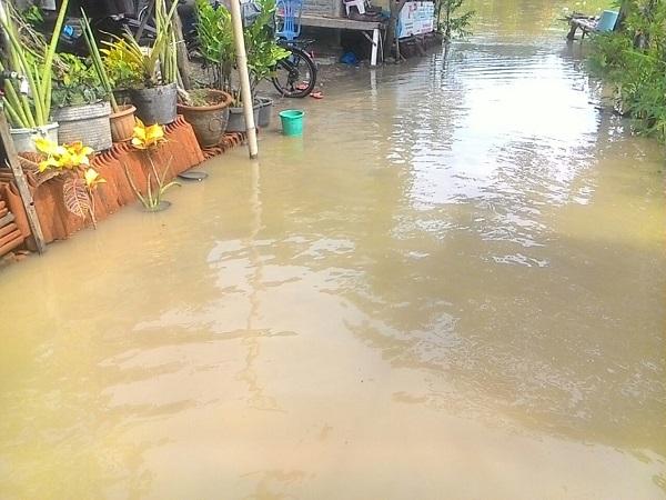 https: img-o.okeinfo.net content 2017 11 25 525 1820446 sungai-cibuaya-di-indramayu-meluap-dua-desa-terendam-HxaMRwY5DQ.jpg