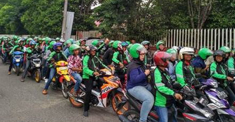 https: img-o.okeinfo.net content 2017 11 28 598 1821805 tebar-senyum-saat-time-signal-indonesian-idol-2017-eratkan-driver-grab-pontianak-9wafxBQ1bA.jpg
