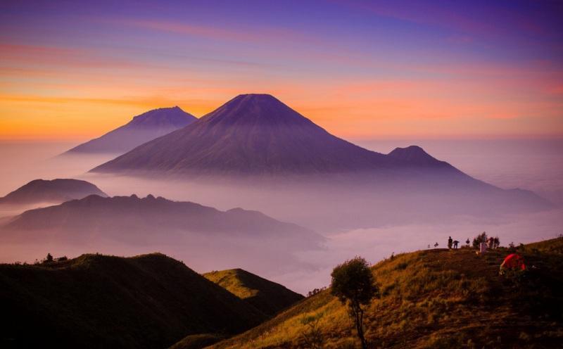 https: img-o.okeinfo.net content 2017 12 02 406 1824006 5-daftar-gunung-di-indonesia-yang-ditutup-pendakiannya-sementara-y7yQriWvUO.jpg