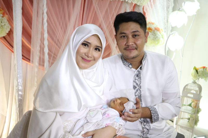 https: img-o.okeinfo.net content 2017 12 03 33 1824403 ryana-dea-dan-puadin-redi-gelar-aqiqah-anak-pertama-Jqi9y2b52M.jpg