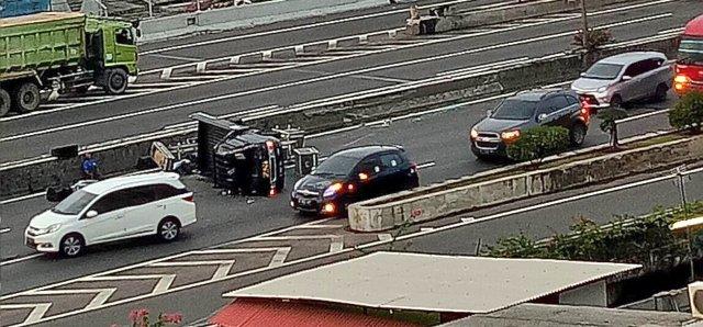 https: img-o.okeinfo.net content 2017 12 03 338 1824297 minggu-pagi-3-motor-dan-4-mobil-kecelakaan-parah-di-sejumlah-tempat-berbeda-41UouAPY9M.jpg
