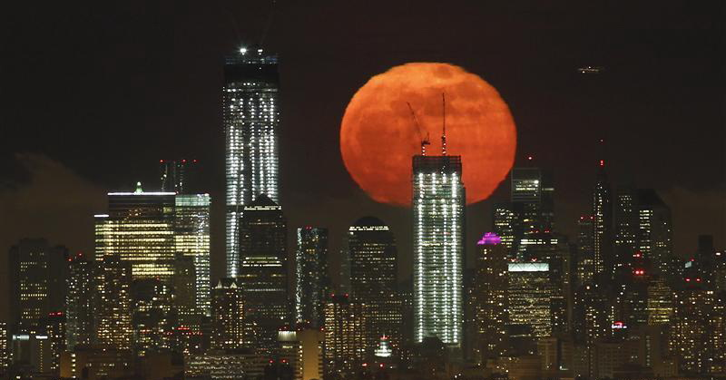 https: img-o.okeinfo.net content 2017 12 03 56 1824335 malam-ini-fenomena-super-moon-bisa-disaksikan-mata-telanjang-GYVXBnAaAD.jpg