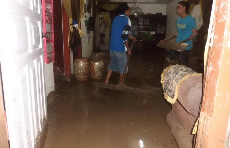 https: img-o.okeinfo.net content 2017 12 04 340 1824877 banjir-bandang-landa-6-kecamatan-di-aceh-tamiang-Cr8lqxbhaT.jpg