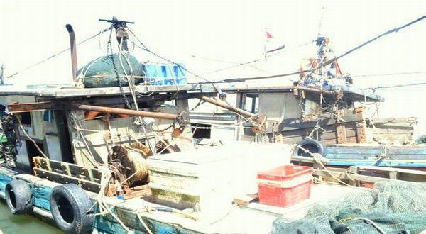 https: img-o.okeinfo.net content 2017 12 04 340 1825120 langgar-perbatasan-kapal-ikan-dari-china-berbendera-timor-leste-ditangkap-di-perairan-ntt-E75dySXQZJ.jpg