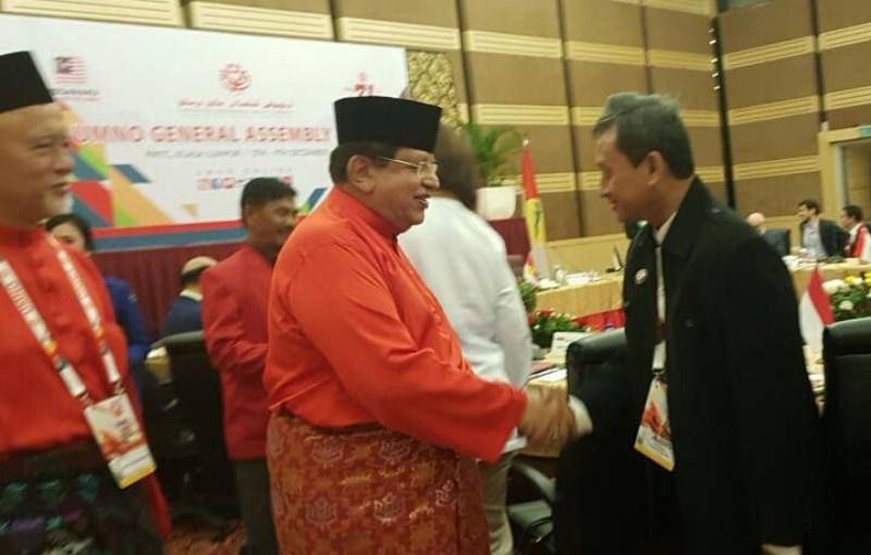 https: img-o.okeinfo.net content 2017 12 07 18 1826811 partai-perindo-hadiri-perhimpunan-agung-umno-jelang-pemilu-malaysia-jAc0dUEw0V.jpeg