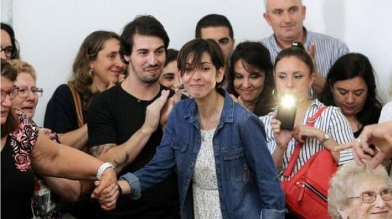 https: img-o.okeinfo.net content 2017 12 08 18 1827315 diculik-junta-militer-saat-bayi-perempuan-argentina-bertemu-keluarganya-setelah-40-tahun-uFrg7EDEB8.jpg