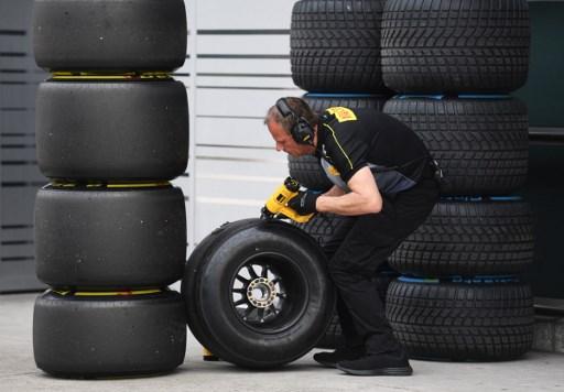 https: img-o.okeinfo.net content 2017 12 08 37 1827097 ciptakan-2-ban-baru-musim-2018-pirelli-berikan-jaminan-kepada-seluruh-pembalap-f1-jSheWQXhtY.jpg