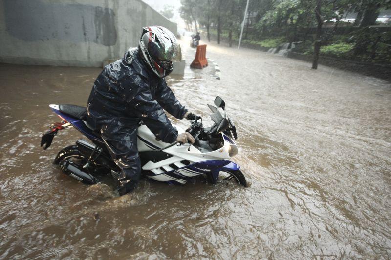 https: img-o.okeinfo.net content 2017 12 13 338 1829648 ini-5-faktor-penyebab-banjir-jakarta-enggak-cuma-dari-cuaca-ekstrem-8vmmYKFnAH.jpg