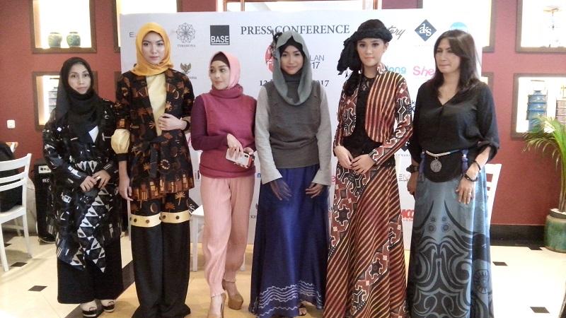 https: img-o.okeinfo.net content 2017 12 14 194 1830128 desainer-indonesia-akan-kenalkan-kain-nusantara-di-milan-italia-9AeI87fehY.jpg