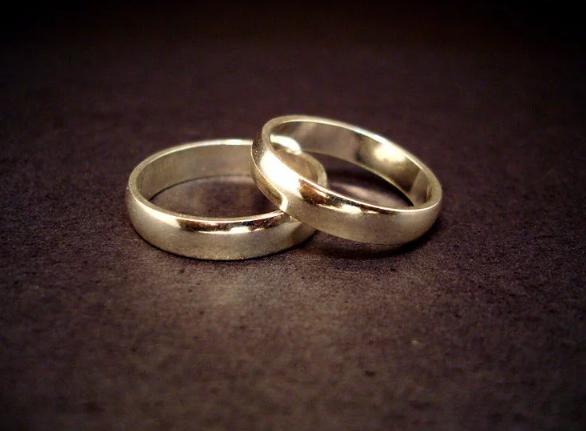 https: img-o.okeinfo.net content 2017 12 20 18 1833450 hindari-pajak-warisan-dua-pria-ini-putuskan-menikah-secara-gay-Y8rozzJQWG.png