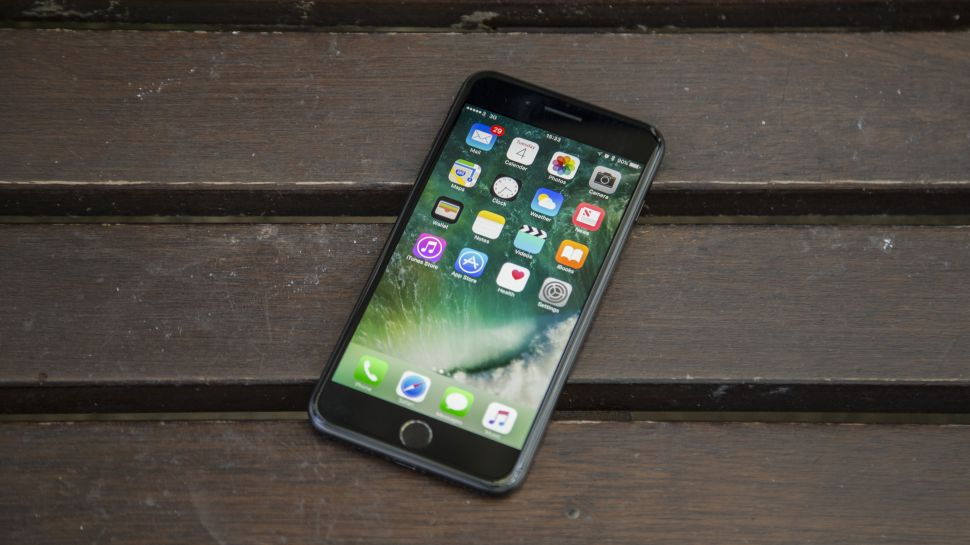 https: img-o.okeinfo.net content 2017 12 22 207 1834746 iphone-lawas-sengaja-dibuat-lemot-apple-digugat-pengguna-BOXpTGe0BA.jpg