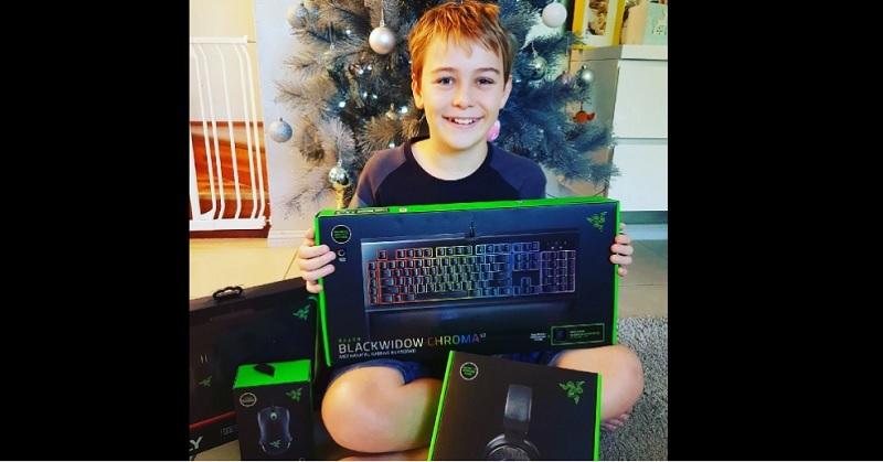https: img-o.okeinfo.net content 2017 12 25 326 1835650 ceo-razer-beri-keyboard-game-untuk-anak-korban-pencurian-6v2VGynHHC.jpg