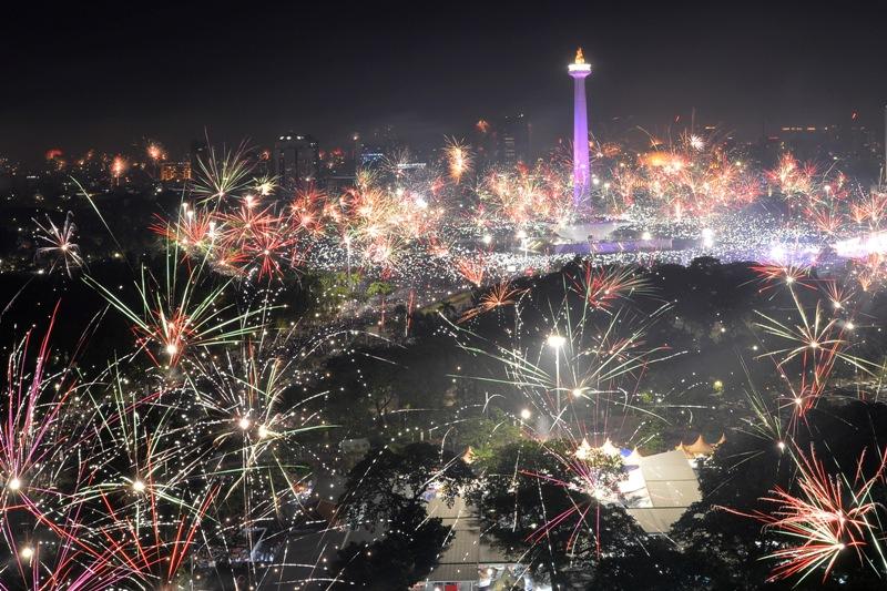https: img-o.okeinfo.net content 2018 01 01 338 1838309 begini-indahnya-pesta-kembang-api-di-jakarta-sambut-tahun-baru-2018-rHJAt8fLRr.jpg