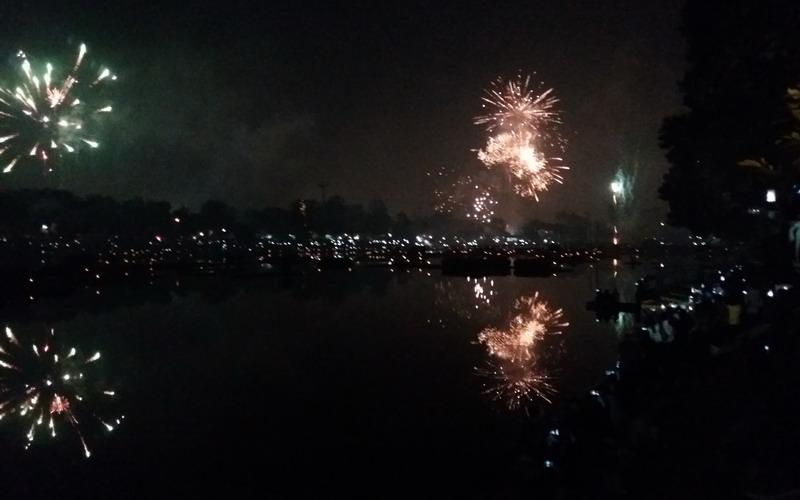 https: img-o.okeinfo.net content 2018 01 01 406 1838311 semarak-pesta-kembang-api-di-tmii-menyambut-tahun-baru-IcuhdHtdWF.jpg