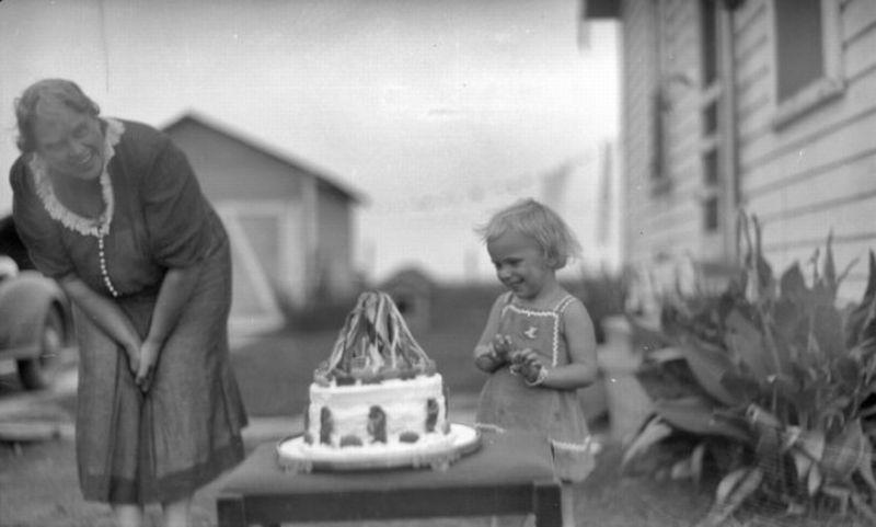 https: img-o.okeinfo.net content 2018 01 09 18 1842360 kisah-asal-mula-tradisi-kue-dan-lilin-ulang-tahun-obfBLNz5Vu.jpg