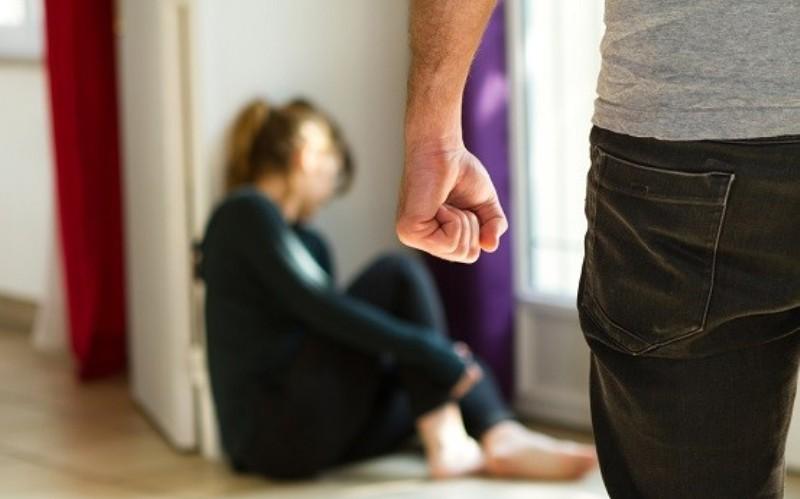 https: img-o.okeinfo.net content 2018 01 09 338 1842203 suami-di-johar-baru-injak-injak-perut-istrinya-yang-hamil-tua-JsIZ3xnyB5.jpg