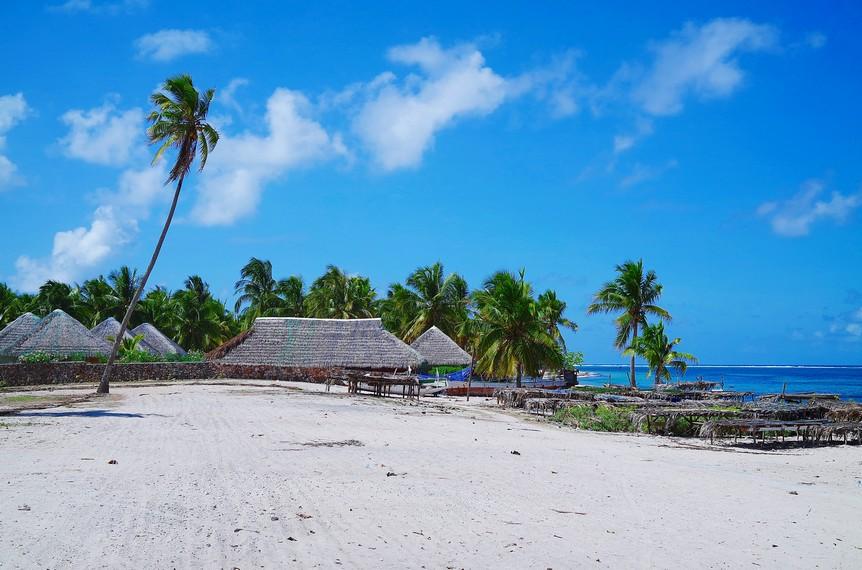 https: img-o.okeinfo.net content 2018 01 09 406 1842361 keindahan-pantai-nemberala-yang-air-lautnya-dipakai-presiden-jokowi-untuk-basuh-wajahnya-lErnQLOMGe.jpg
