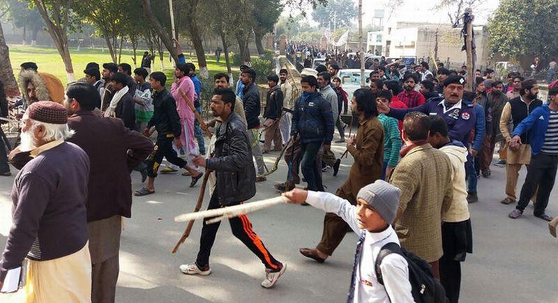 https: img-o.okeinfo.net content 2018 01 11 18 1843465 dua-warga-sipil-di-pakistan-tewas-dalam-aksi-unjuk-rasa-kasus-pemerkosaan-dan-pembunuhan-olUfKVo1Gs.jpg