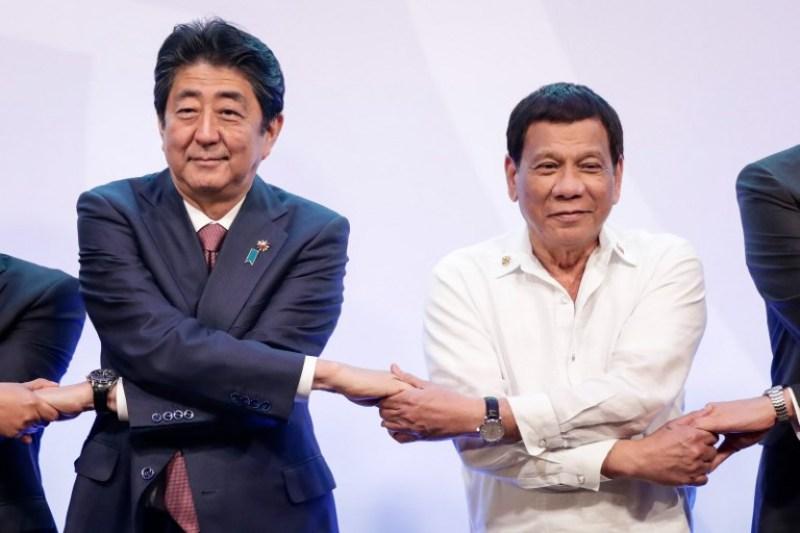 https: img-o.okeinfo.net content 2018 01 11 18 1843742 jepang-protes-patung-wanita-penghibur-presiden-filipina-angkat-tangan-ilvbcc7weu.jpg